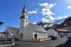 Miestny kostolík, v idylickom prostredí.
