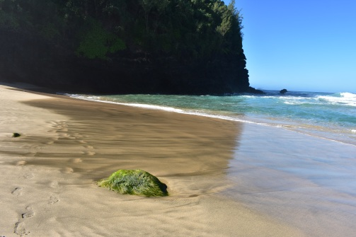 A čakala nás pláž ako z filmu, akurát sa tu nesmie kúpať, kvôli silným prúdom a vlnám. Už tu nejeden človek zahynul a veru, keď som sa dívala na tie mohutné vlny pár metrov od brehu, ani ma nenapadlo namočiť sa.
