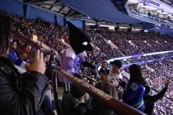 Na štadióne sa o fanúškov staral maskot Fin.