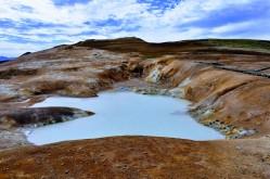 Leirhnjúkur, jedna z mnohých geotermálnych oblastí Islandu.