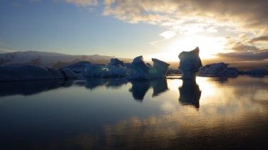 Západ Slnka na ľadovcovej lagúne Jökulsárlón