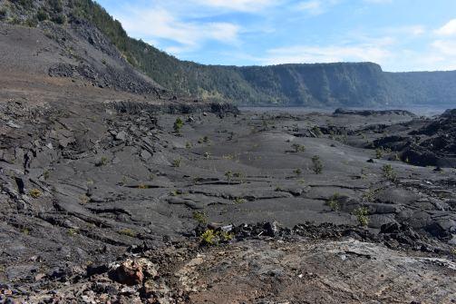 Ani samotný kráter nie je jednotvárny, ale ponúka najrôznejšie sopečné útvary.