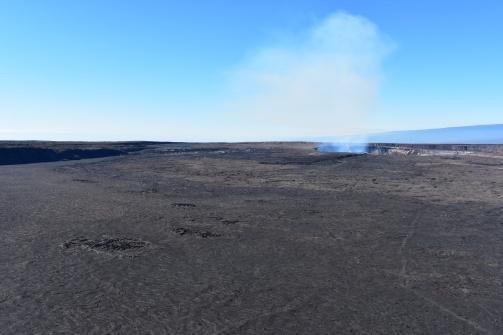 Kaldera s kráterom v plnej kráse.