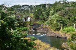 Boiling Pots je vlastne len akousi vyhliadkou na samotný vodopád Waiale, ale ponúka krásne výhľady na okolitú prírodu, a dokonca už aj okolie parkoviska je krásne upravené, takže mne sa toto miesto zapáčilo na prvý pohľad.