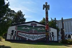 Súčasťou múzea vo Victorii na Vancouver islande je aj táto časť s totemami a domom Munga Martina.