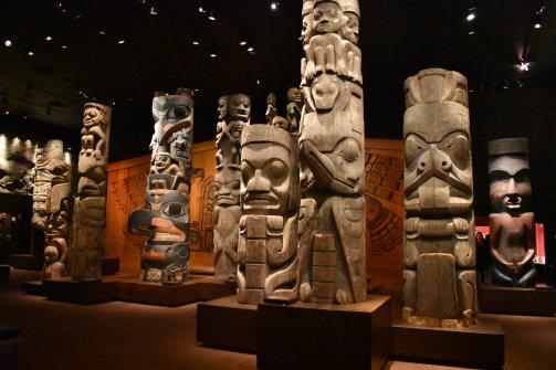 Zozbierané totemy rôznych kmeňov sú dnes vystavené v Royal BC múzeu vo Victorii.